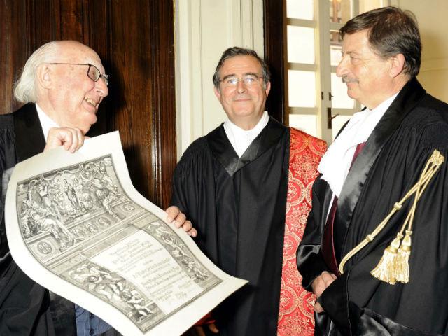 Risultati immagini per andrea camilleri laurea honoris causa foto