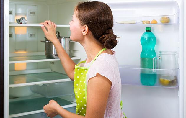 come pulire il frigorifero prima di partire per le vacanze