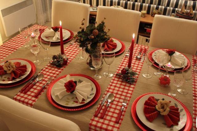 Come Decorare La Tavola Per Natale.Idee E Consigli Su Come Decorare La Tavola Di Natale